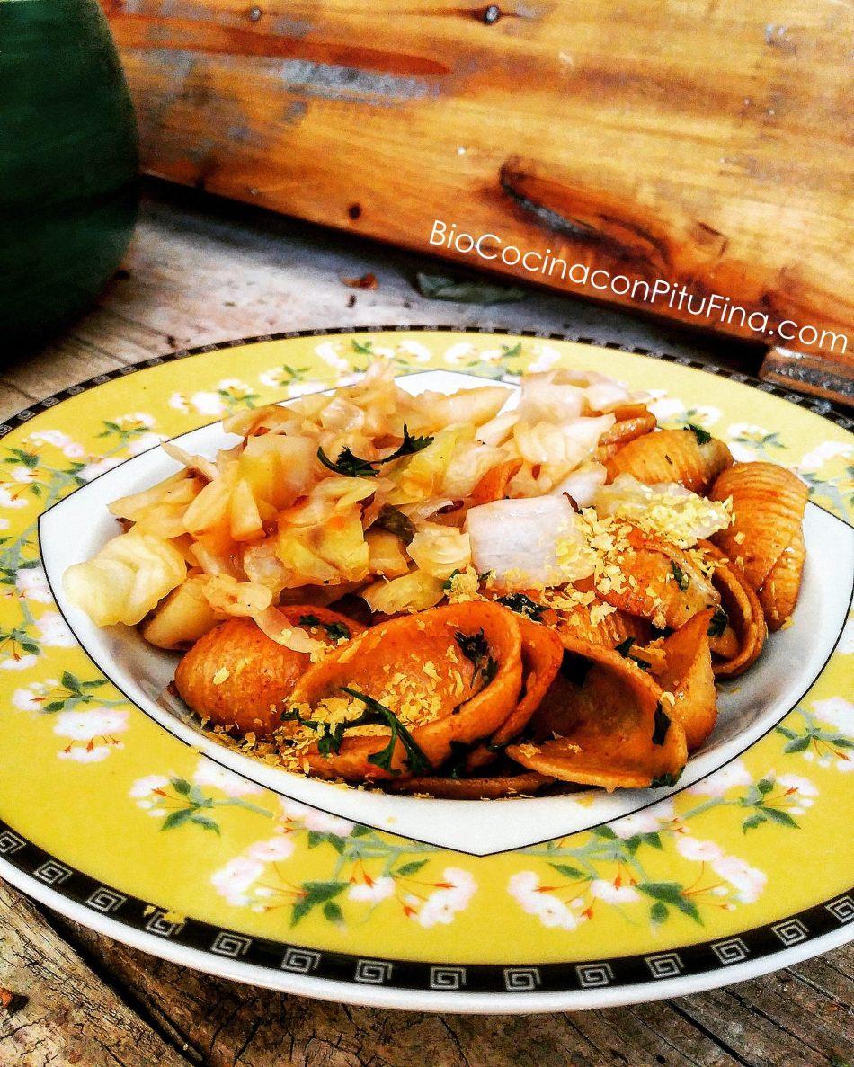 pasta-integral-con-cilantro-y-col-con-alcaravea